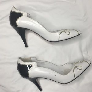 VERSNAI BLACK AND WHITE HEELS